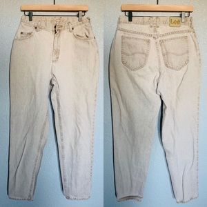 Lee vintage 1889 light gray jeans.